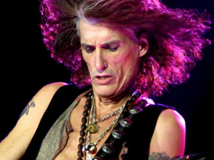 Aerosmith, Joe Perry raggiunto sul palco da membri di Cheap Trick, Extreme e Stone Temple Pilots