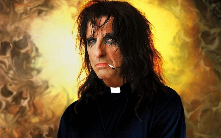 Alice Cooper – He's back (the man behind the mask)