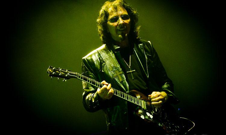 Black Sabbath, Tony Iommi in gioventù voleva diventare batterista