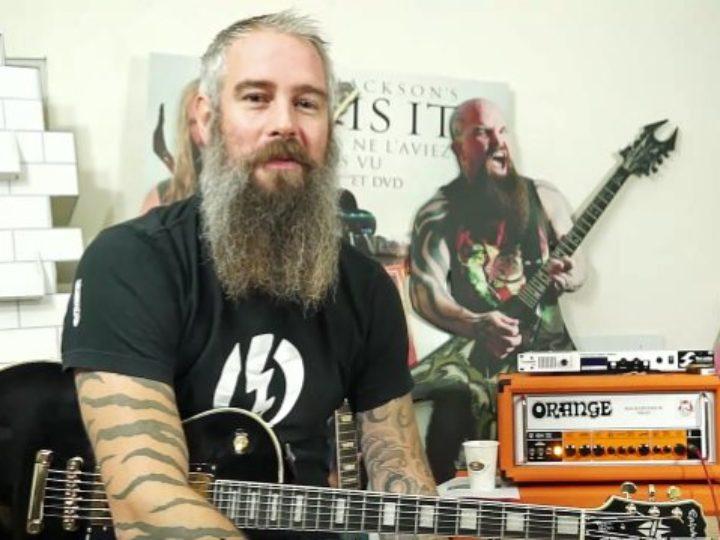 In Flames, impariamo a suonare i riff di 'Battles' con Björn Gelotte