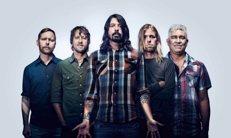 Foo Fighters, tributo a Malcolm Young durante lo show in Messico