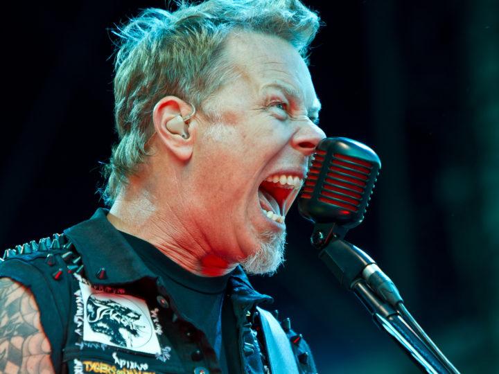 Metallica, le reazioni di James Hetfield a celebrità con magliette della band