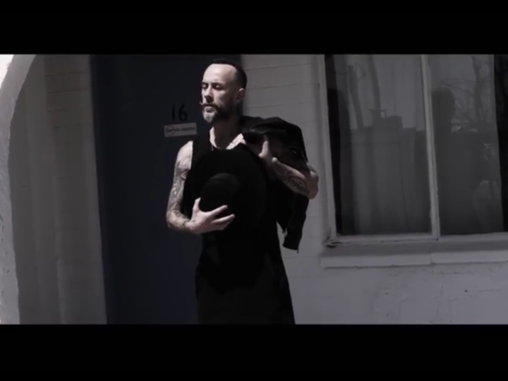 Me And That Man, il video ufficiale del brano 'Cross My Heart And Hope To Die'