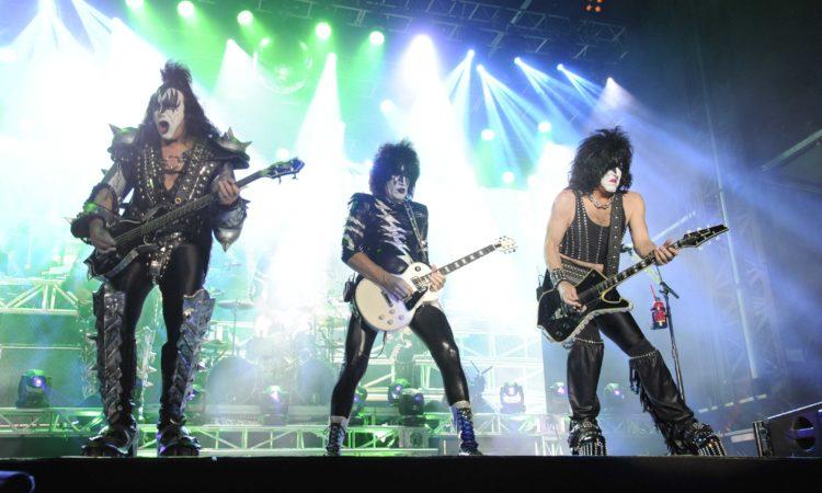 Kiss, il video dell'esibizione speciale da James Corden di 'Shout It Out Loud'
