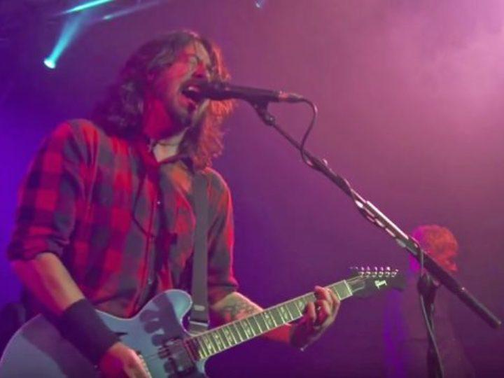 Foo Fighters, viene staccata la corrente ma la band continua a suonare