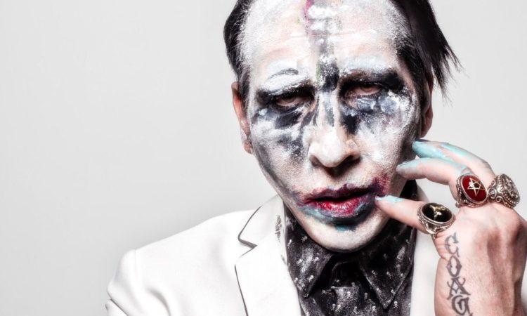 Marilyn Manson, la scenografia gli crolla addosso durante il concerto di New York