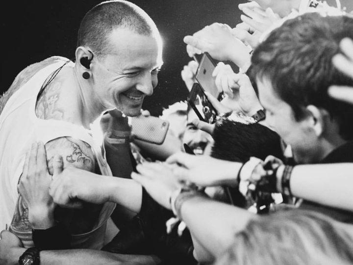 Linkin Park, condiviso dalla band emozionate video dal vivo di  'Crawling'