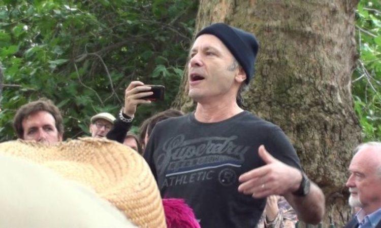 Iron Maiden, Bruce Dickinson ospite all'inaugurazione della lapide intitolata a William Blake