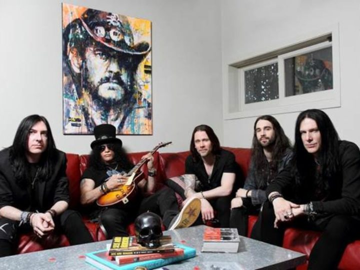 Slash feat. Myles Kennedy & The Conspirators, il live-action video di 'Driving Rain'