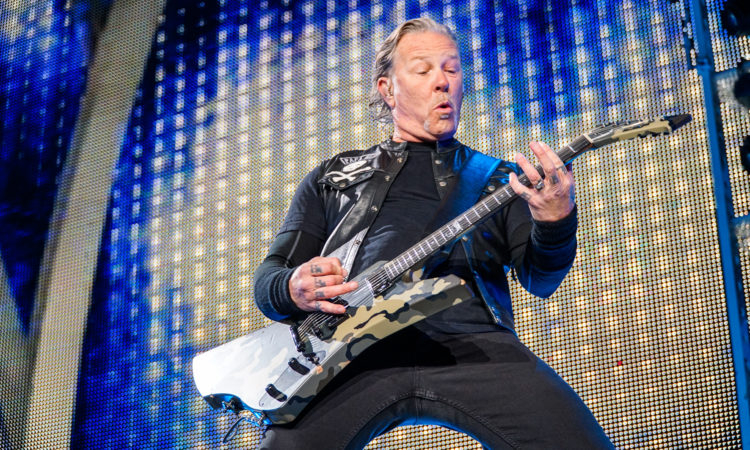 Metallica, la quarantine version di 'Blackened'