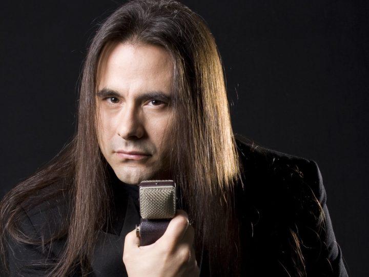 André Matos (ex-Angra), schedulato il documentario retrospettivo 'Maestro Of Rock'