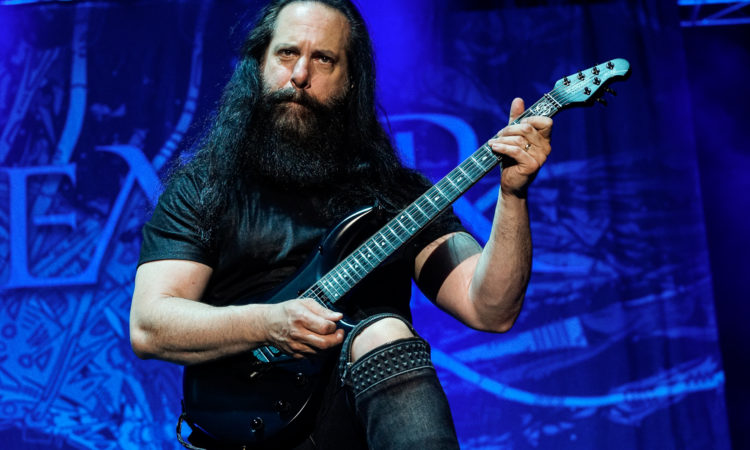 "Dream Theater, John Petrucci: ""Un nuovo album? Non prima del 2021"""
