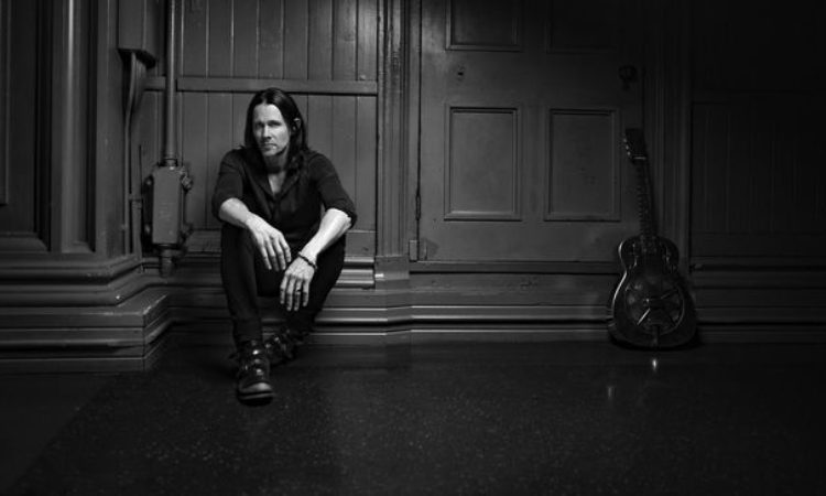 Alter Bridge, Myles Kennedy, 'Behind The Mic' video streaming