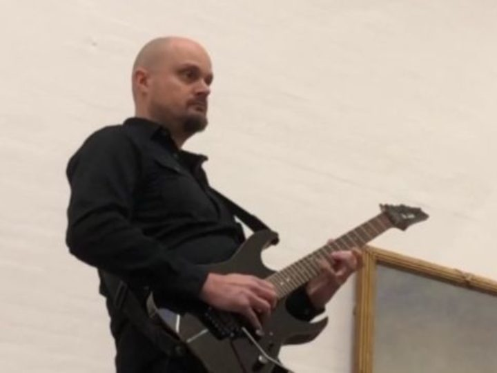 Darkane, Christofer Malmström e la figlia Amanda eseguono 'Angel Of Death'