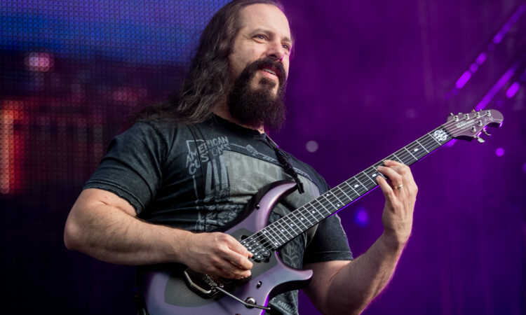 """John Petrucci, """"I Rush hanno ispirato il nome della nostra band"""""""