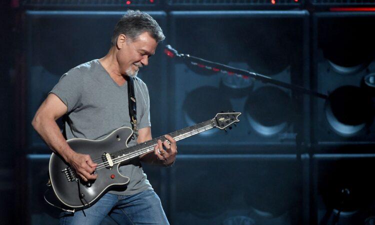 Van Halen, guarda il video dell'ultimo concerto di Los Angeles con le riprese dei fan