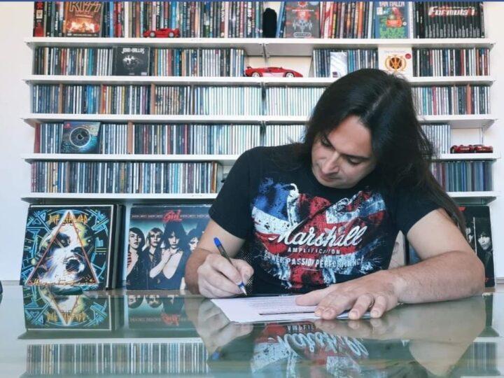 John Dallas, firmano per Sneakout Records