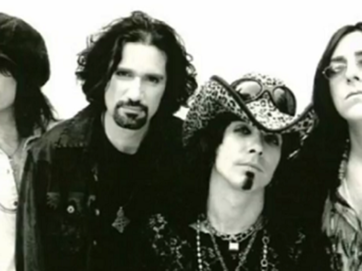 Union, John Corabi, Bruce Kulick, live video di 'Around Again' since 1998